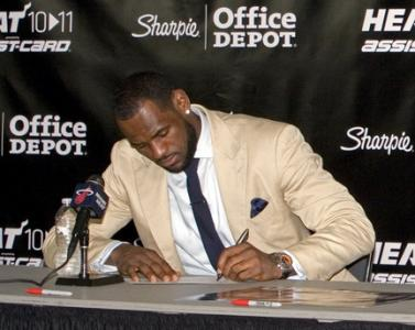 Lebron Signs New Contrac Athletes Salariest