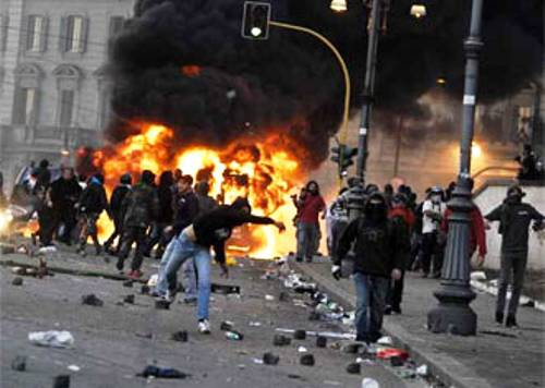 Occupy Wall Street Riots in Rome Picture