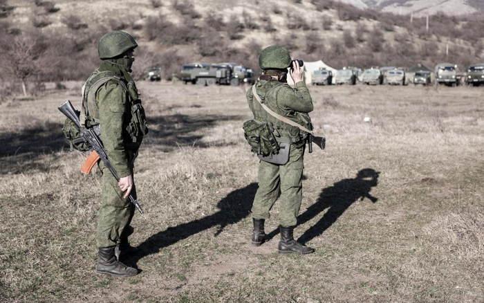 Crimea Occupation Soldiers Binoculars